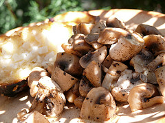 Button garlic mushrooms